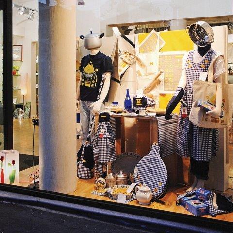 visual-merchandising-eskpozycja-z-uśmiechem-martin-pegler-Italy_VetrinaCucina1