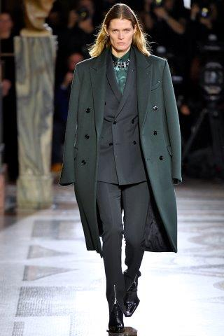 trendy-mody-fashion-business-Berluti-FW_19_20_172201973415
