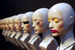 4_WINDOW MANNEQUINS