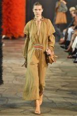 trendy-w-modzie-fashion-business-Loewe-SS_19_910201885227