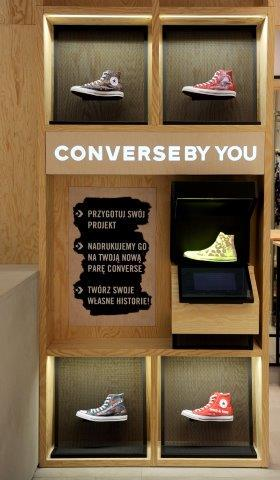 Tredny-w-retailu-Converse-maszyna-do-personalizacji-rynek-mody-w-polsce